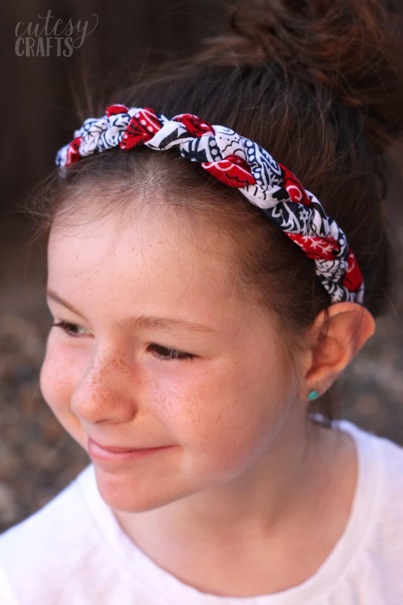 Use inexpensive bandanas and your sewing machine to make these festive bandana headbands. Customize them with any colors you like - so fun!