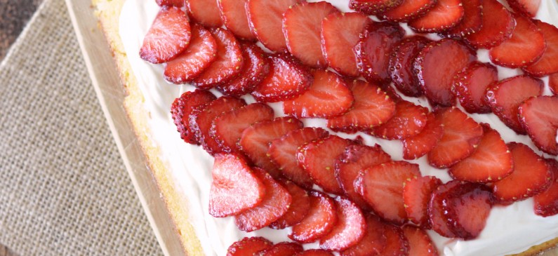 Quick and Easy Strawberry Cake Recipe