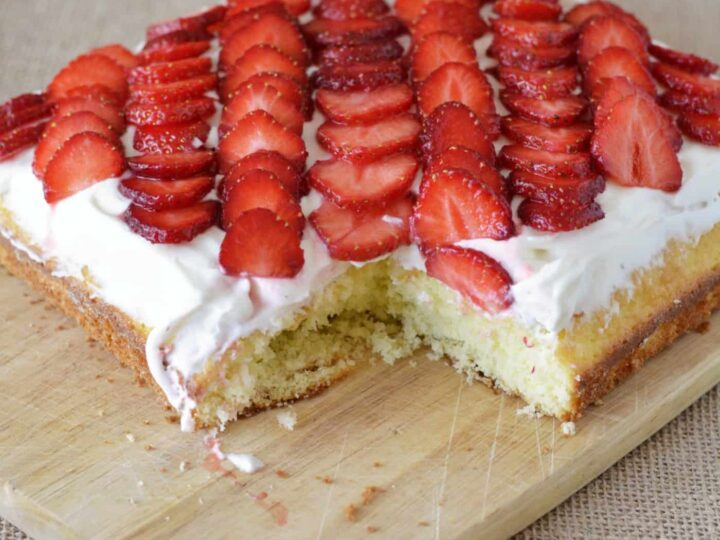 Easy Yellow Cake With Fresh Strawberries Diy Candy