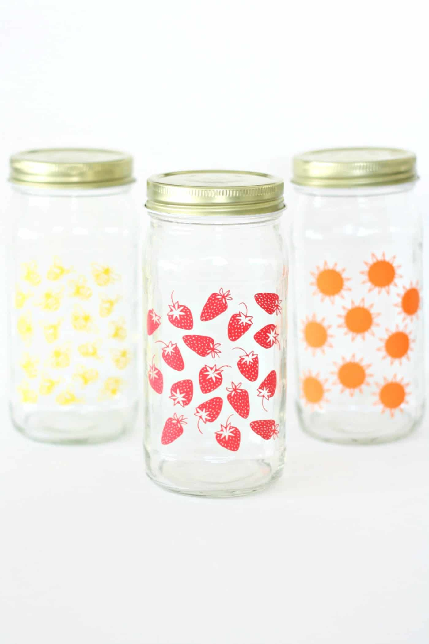 Follow this simple tutorial to upcycle a glass jar you have hanging out in your pantry. This summer craft is perfect for parties and picnics!