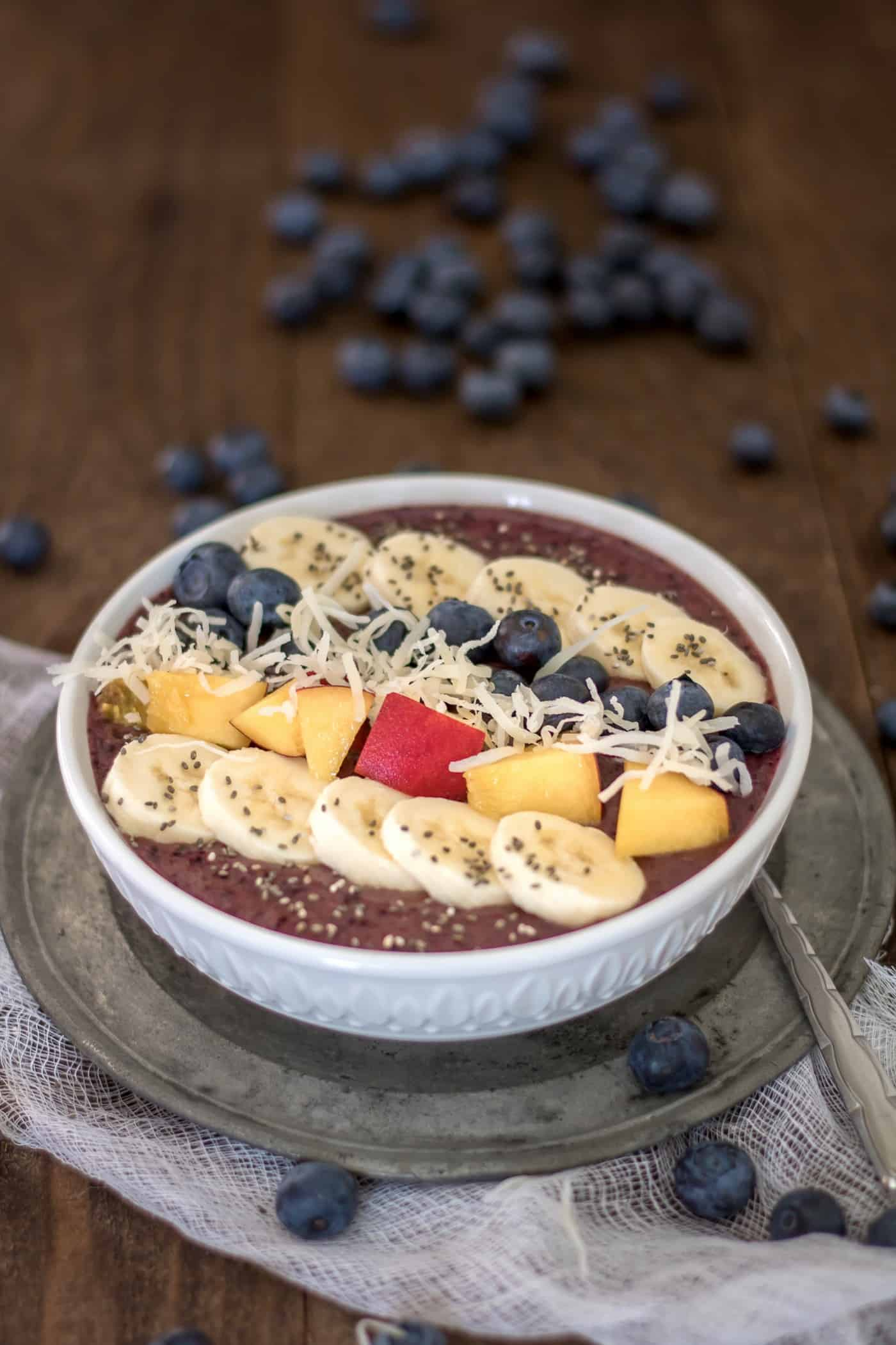 If you wish you could eat ice cream for breakfast, you'll love a smoothie bowl! It's healthy and filling with delicious fresh fruits. Nom nom!