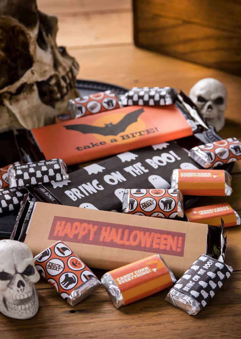 Grab these free Halloween printables for your sweet holiday treats! Get five different designs for both full and bite sized candy bars.