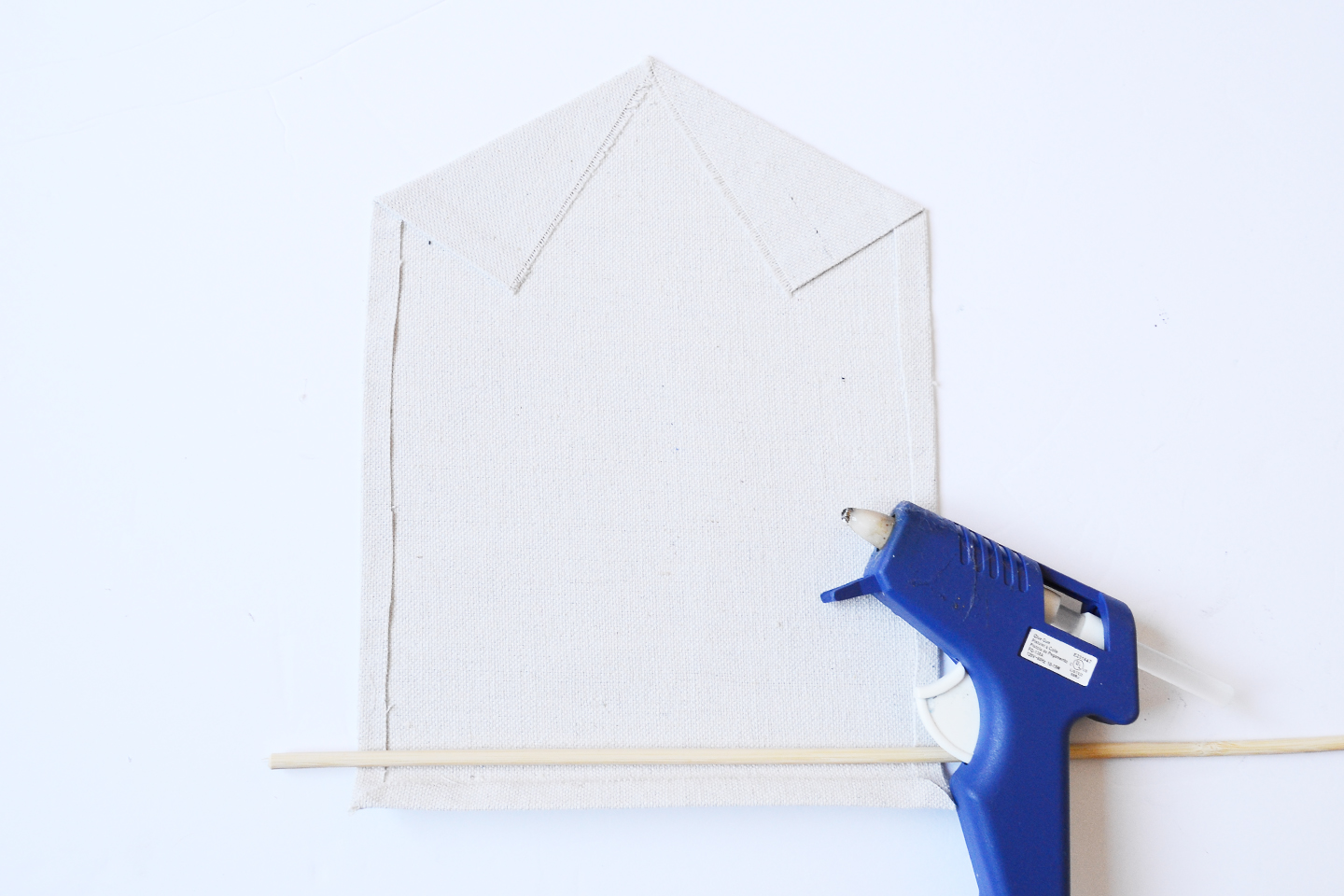 hot glue pocket for rod wall hanging