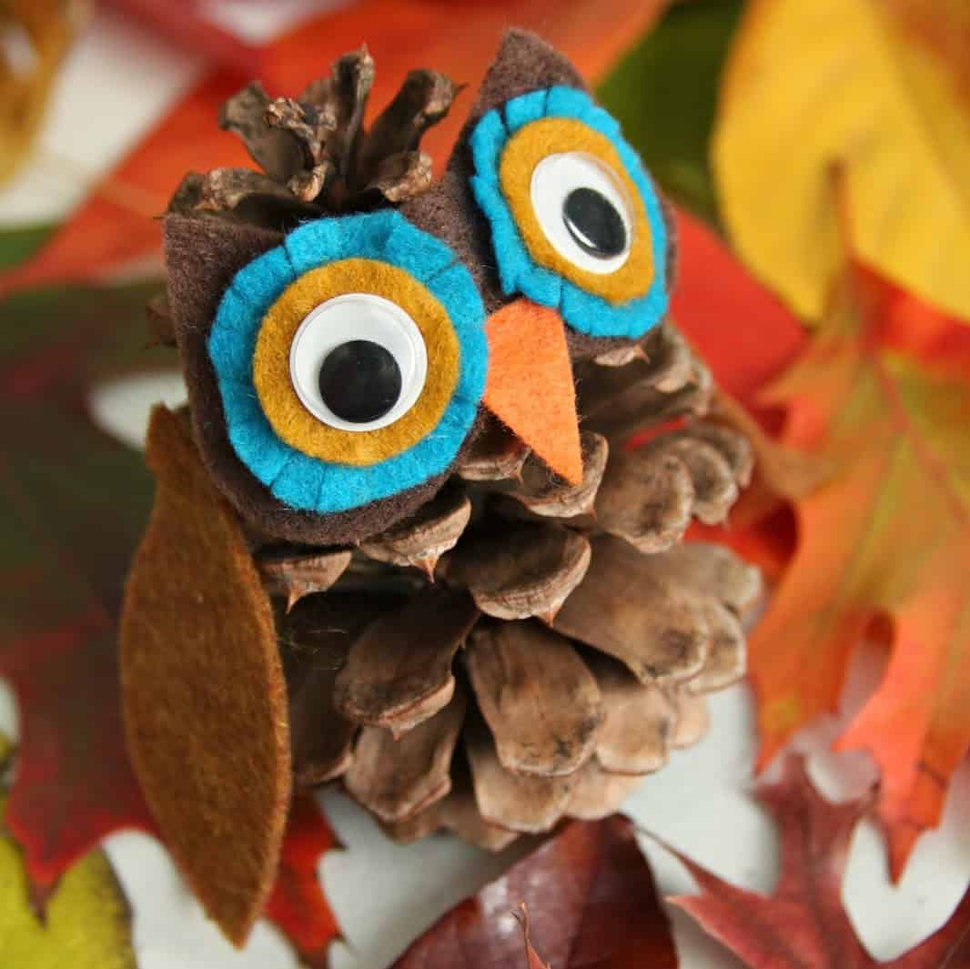 pinecone turkey craft 20 of the cutest pine cone crafts for diy 2686