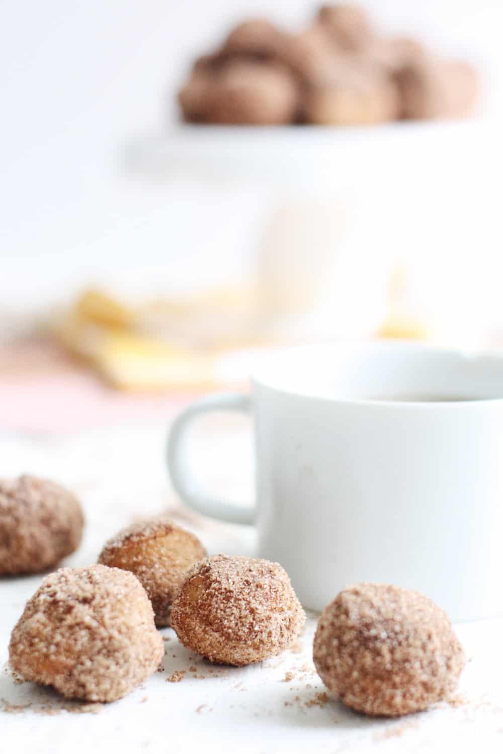 If you are looking for a donut hole recipe to celebrate fall, these baked pumpkin spice munchkins are so delicious! They are really easy to make, too.