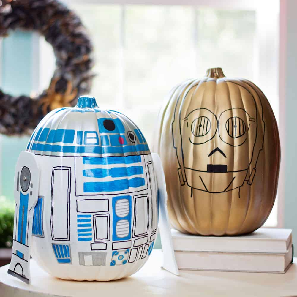 These Star Wars pumpkins are so fun to make. Celebrate fall and Halloween with your own version of R2-D2 and C-3PO. These ARE the droids you're looking for!