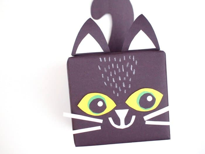 Make this fun black cat paper gift box! It's perfect for someone that has a Halloween birthday, or for any kitty lover in your life.