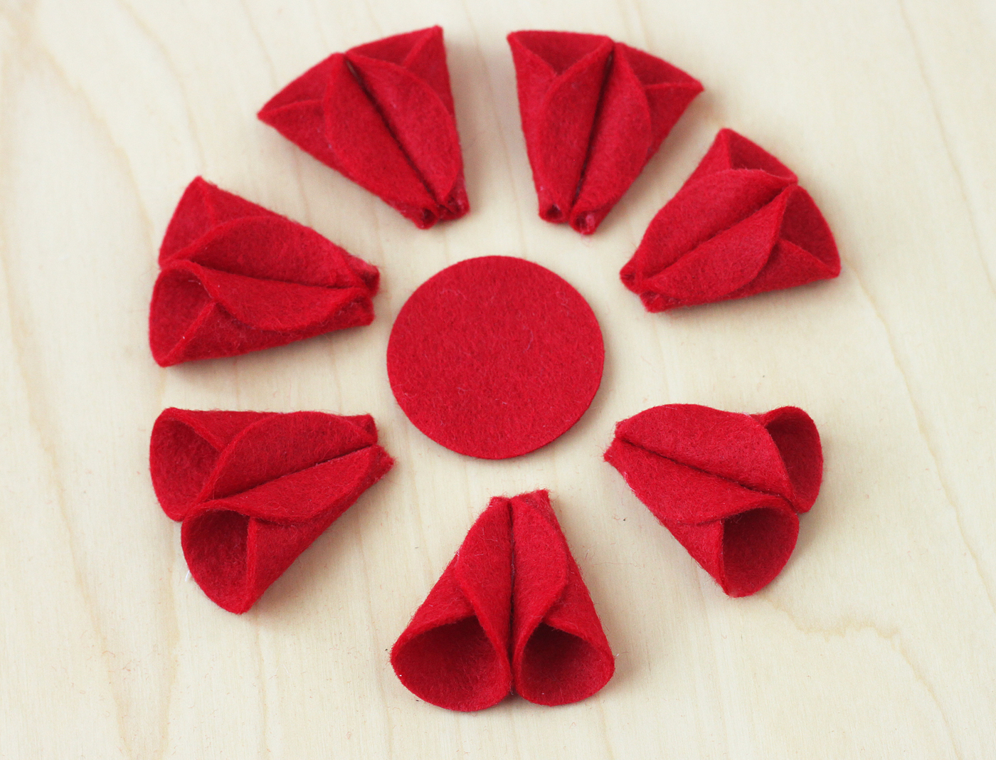 felt-poinsettia-ornament-06