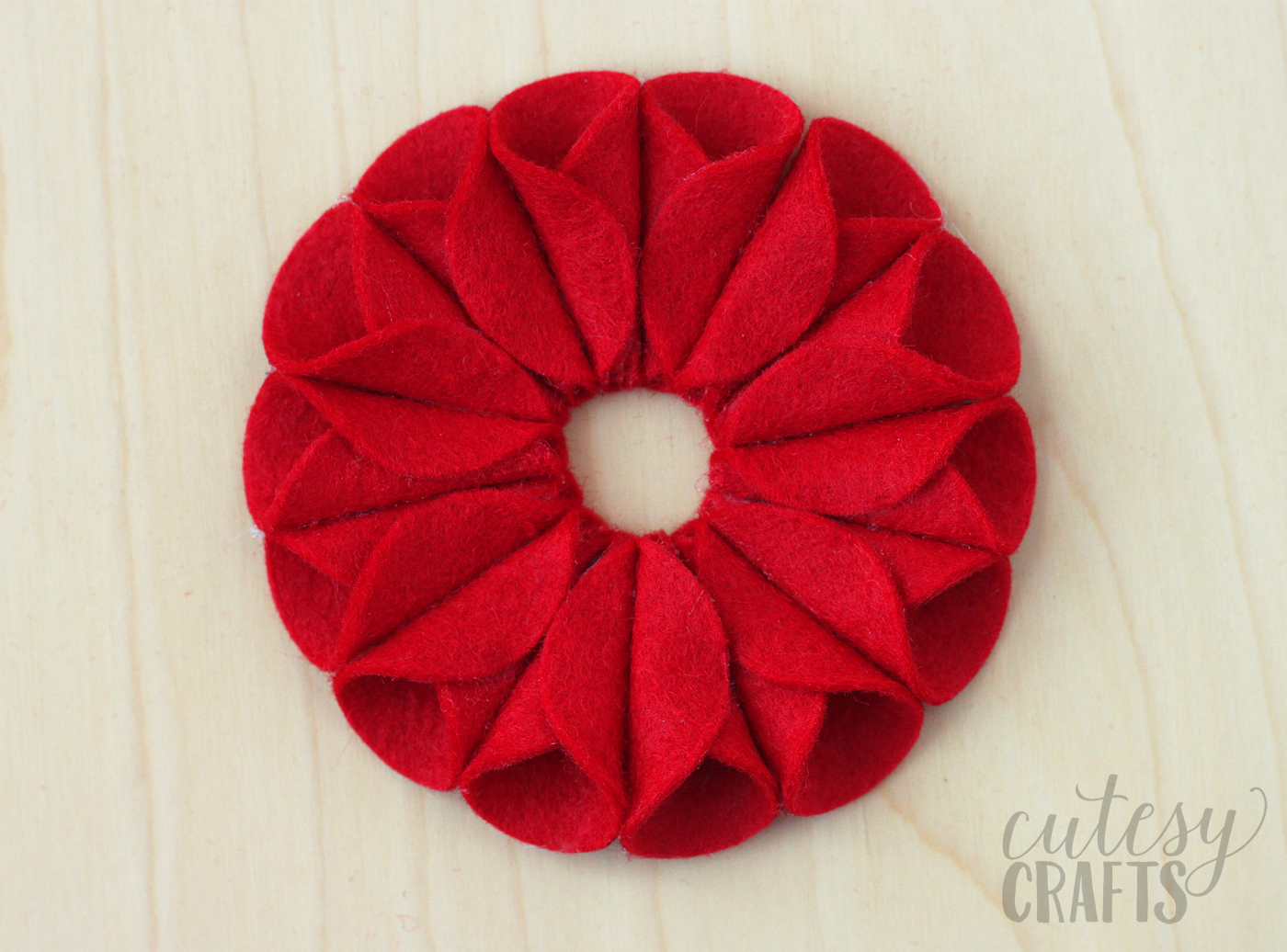 felt-poinsettia-ornament-07