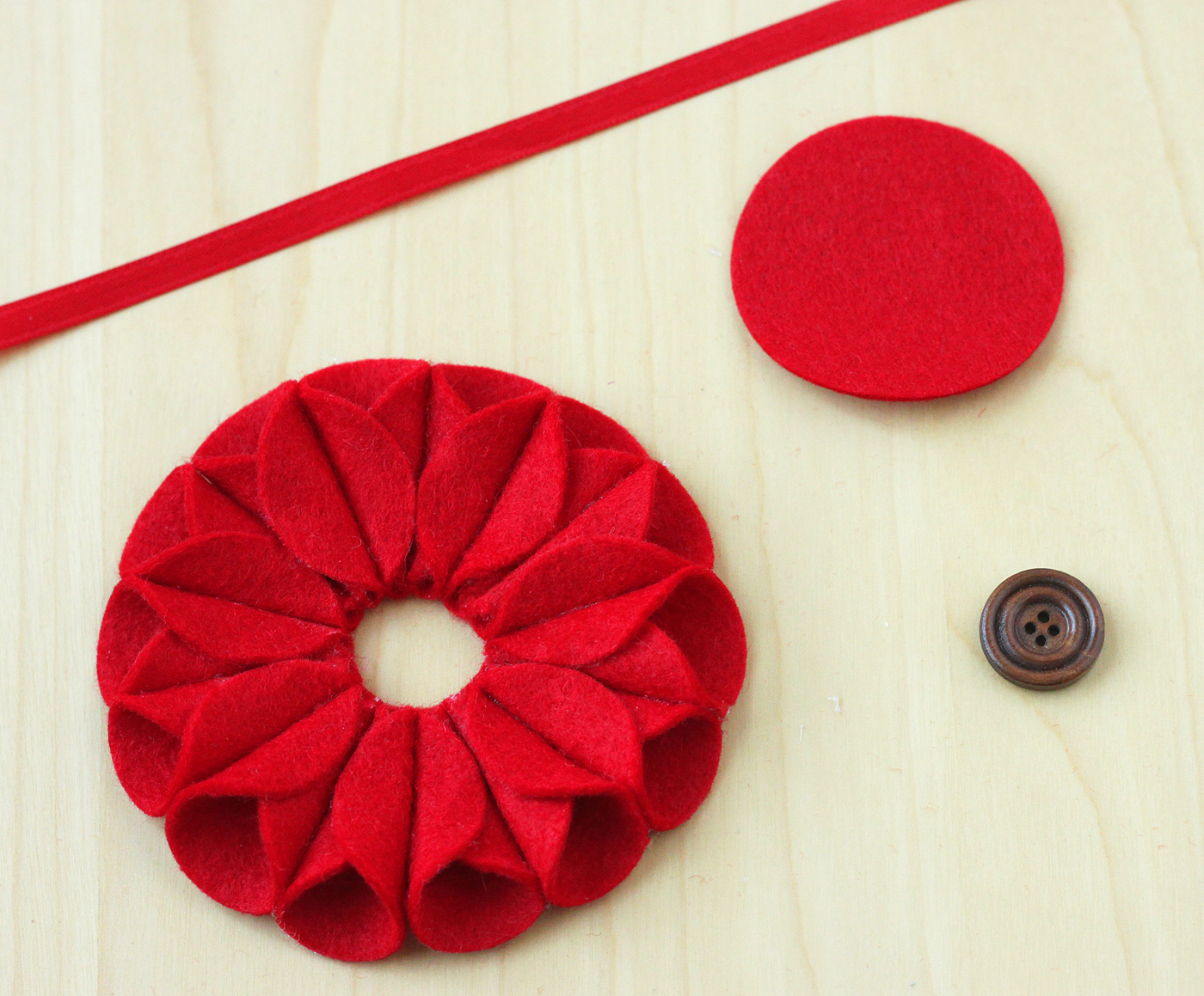 felt-poinsettia-ornament-08
