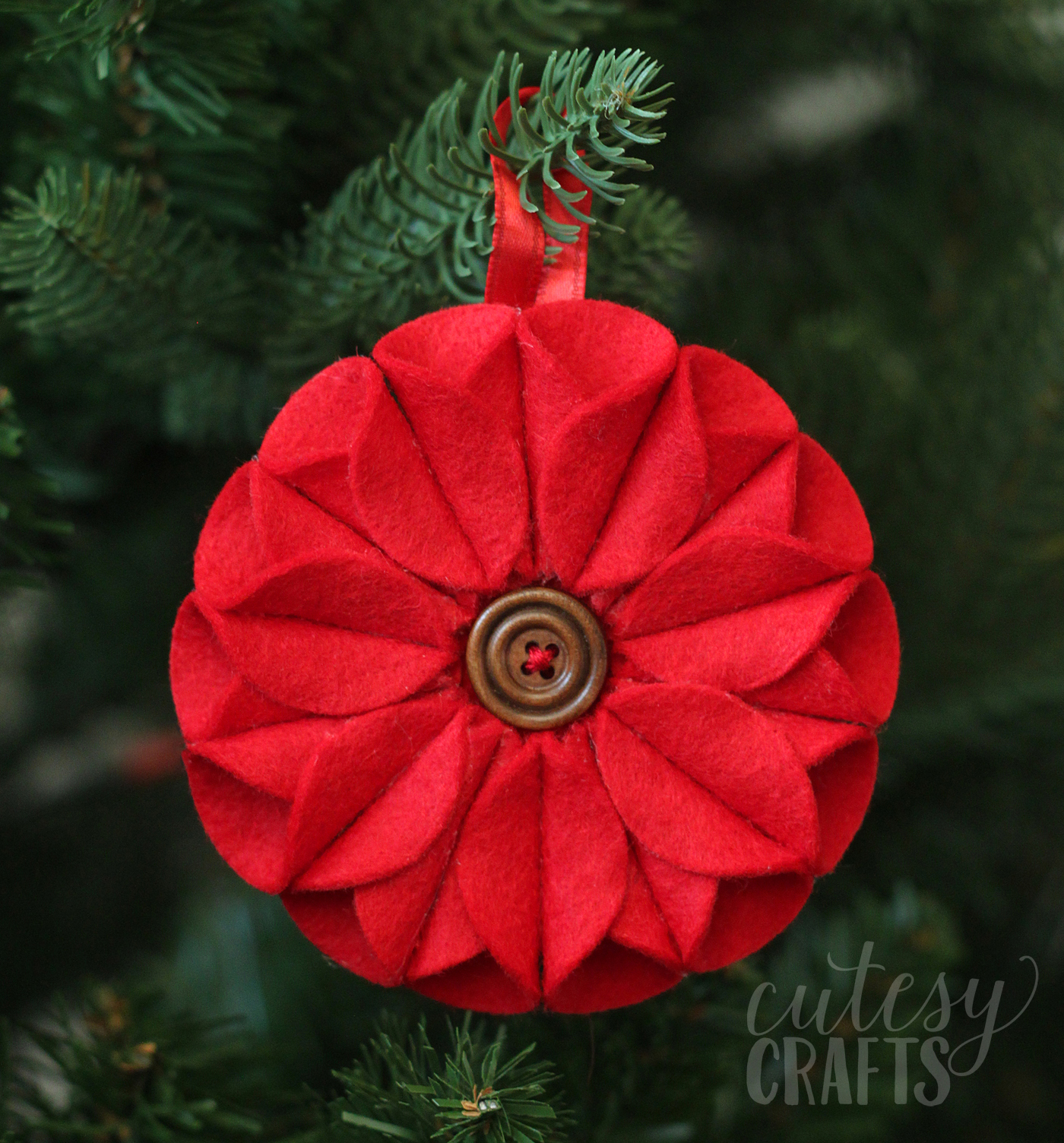 This felt Christmas ornament inspired by poinsettias was a lot of fun to make, and it was really easy too! No sewing required.