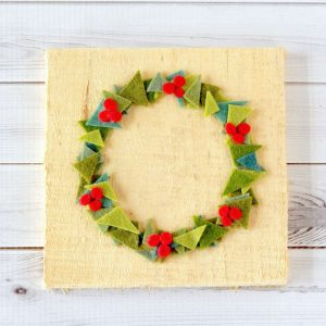 Felt Christmas Decorations: Holiday Wreath