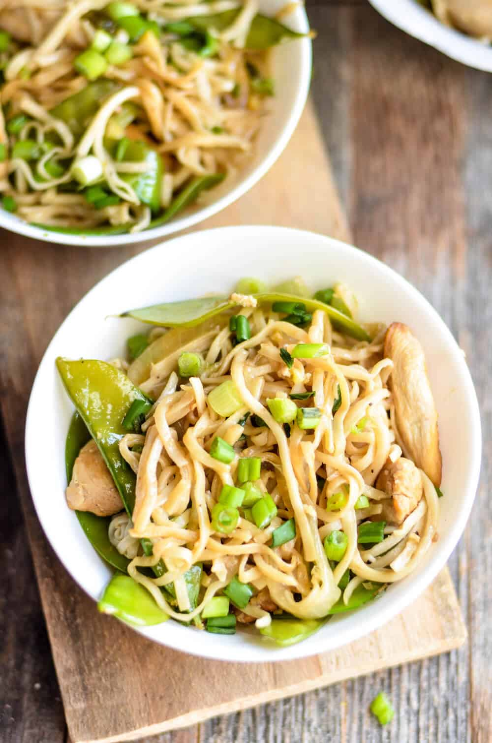 Make this delicious chicken lo mein recipe in about 15 minutes! This tasty Asian dish will make the whole family happy. So easy!