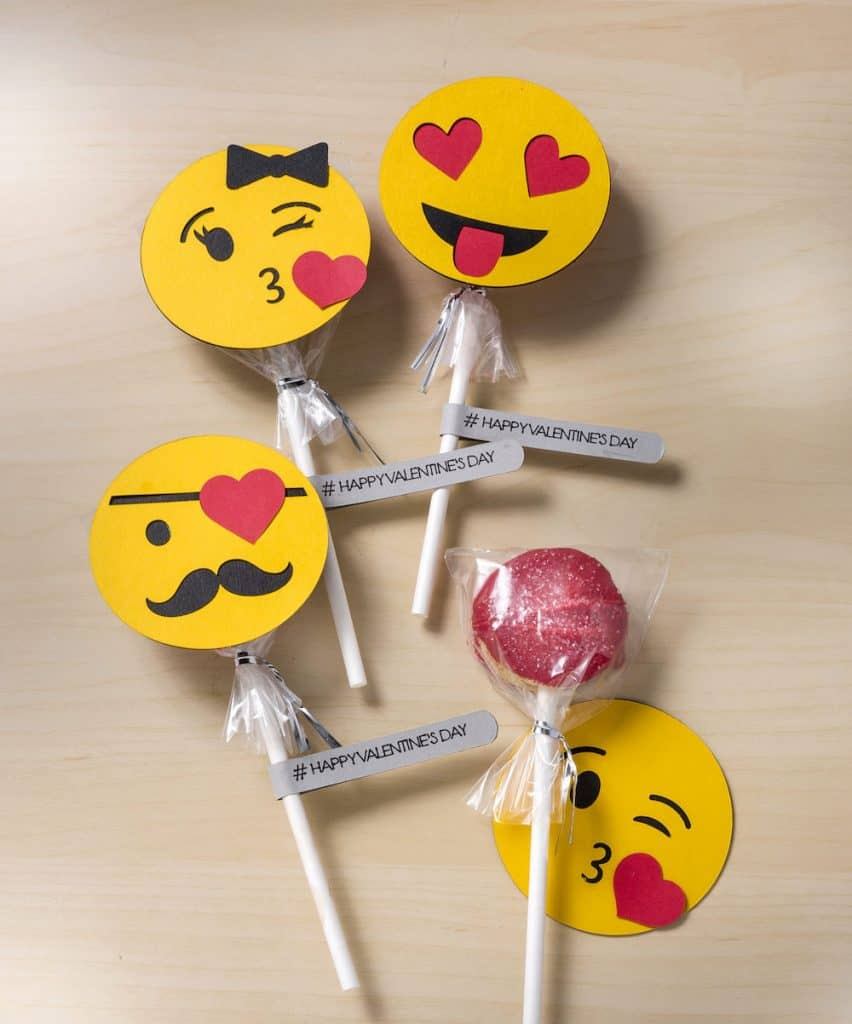 Easy Oreo pops with an emoji theme for Valentine's Day