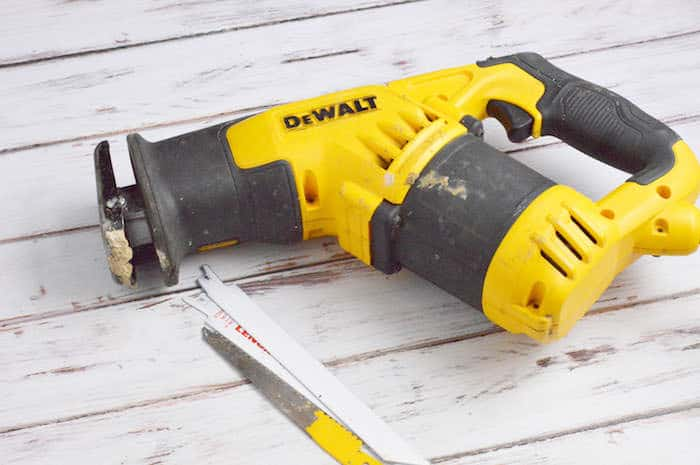 Reciprocating saw with no blades inserted