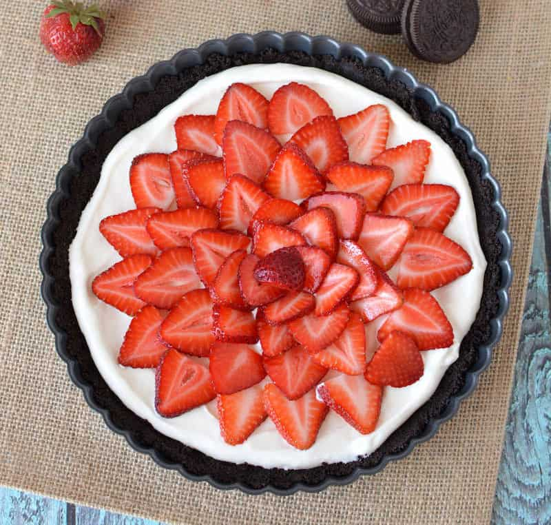 This easy no-bake Oreo tart is made with a simple chocolate cookie crust and rich, creamy filing. Strawberries on top make it a pretty dessert!