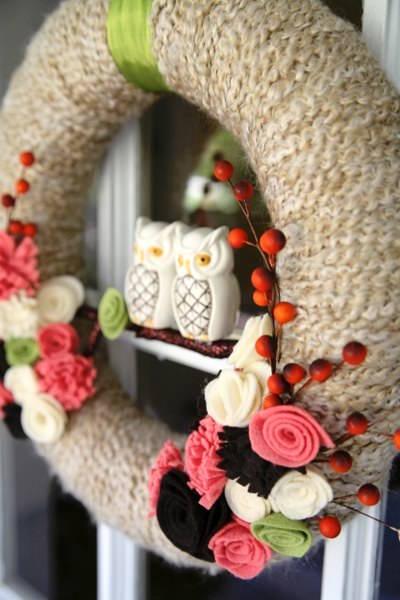 Autumn wreaths - DIY yarn wrapped fall wreath