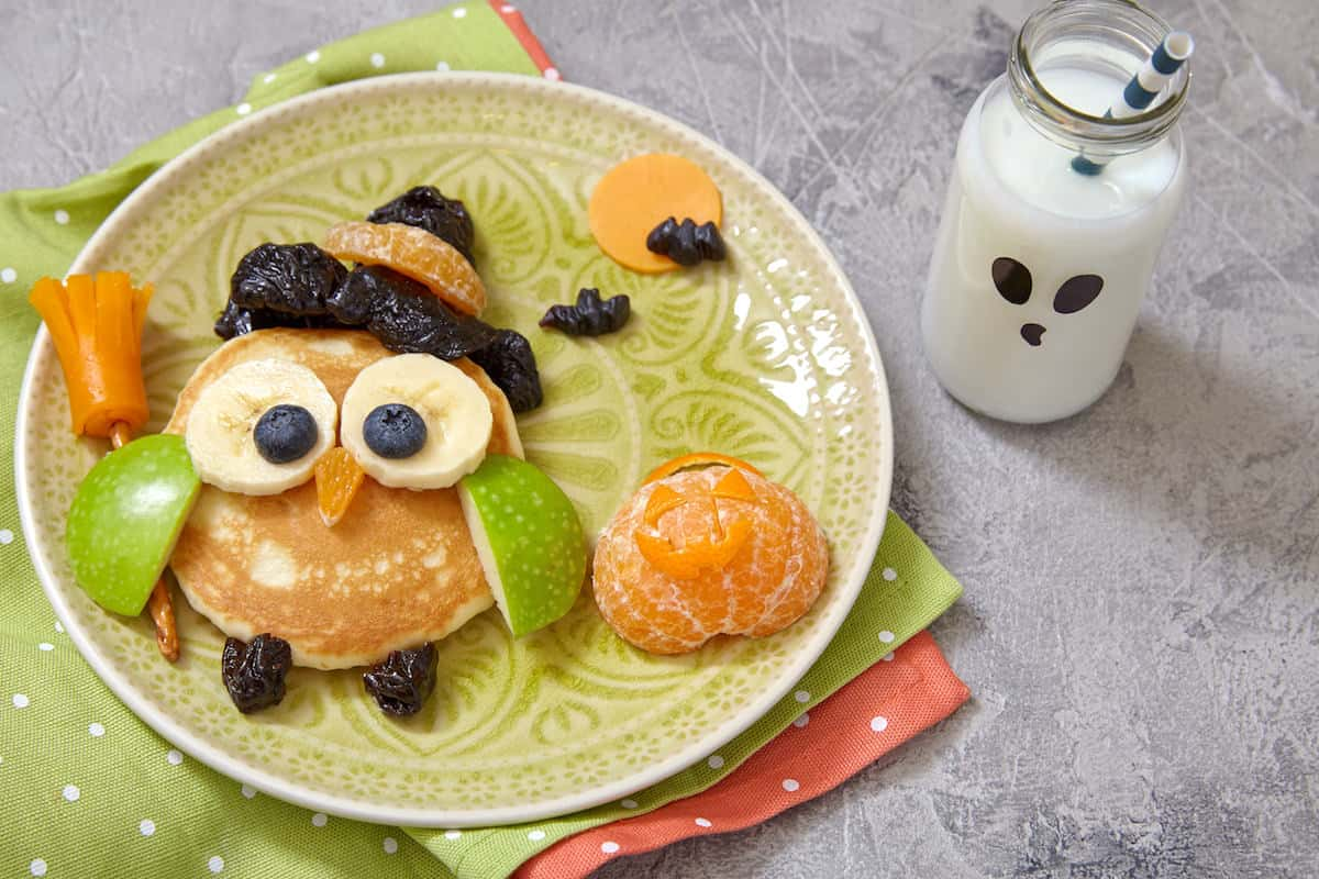 Make your kids' holiday morning special with these owl Halloween pancakes. These are easy to make - you don't need to be a chef to do them!
