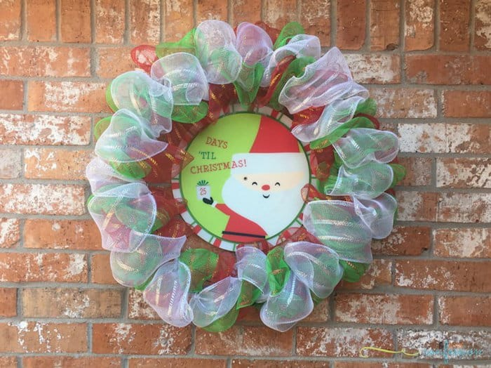 Use your favorite colors of deco mesh to create these DIY Christmas mesh wreaths! Learn how to make using these simple tutorials. Such great ideas!