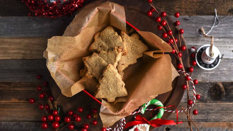 These delicious cinnamon almond shortbread paleo cookies only have 1 g net carb per serving! Perfect for Whole30 and ketogenic diets. So tasty!