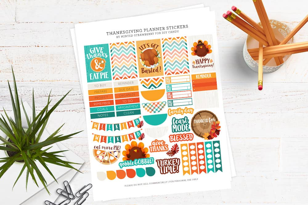 Grab some FREE Thanksgiving cute planner stickers! These have fun holiday puns and they work with all types of planners out there.