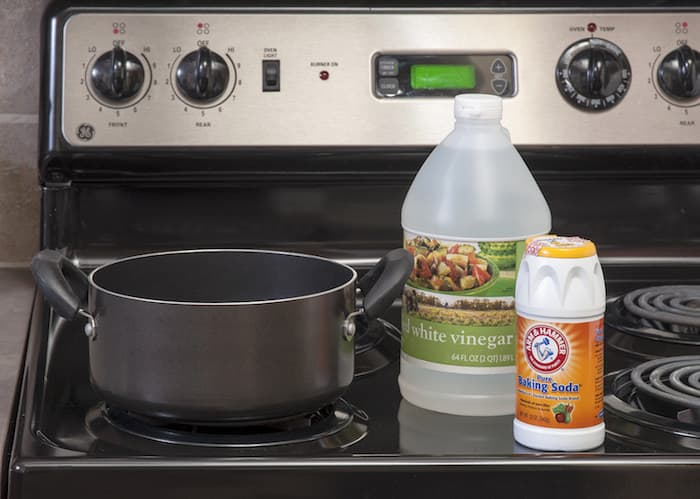 Using Vinegar and Baking Soda to Clean Burnt Pot