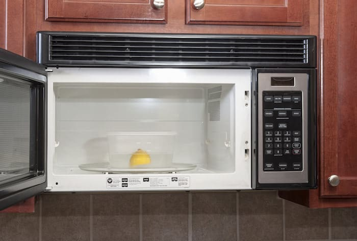 home cleaning tips - Microwave cleaner with lemon