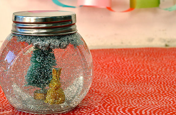 DIY Glitter Globe