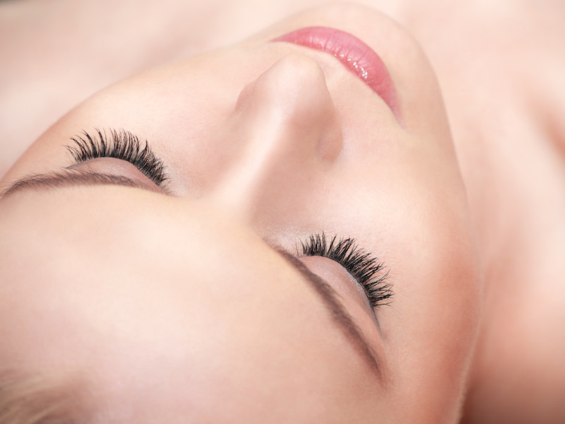 Beauty Hacks: Use Baby Powder to Plump your Eyelashes