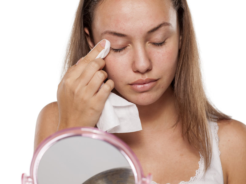 Beauty Hacks: Use Rubbing Alcohol to Clean Your Face