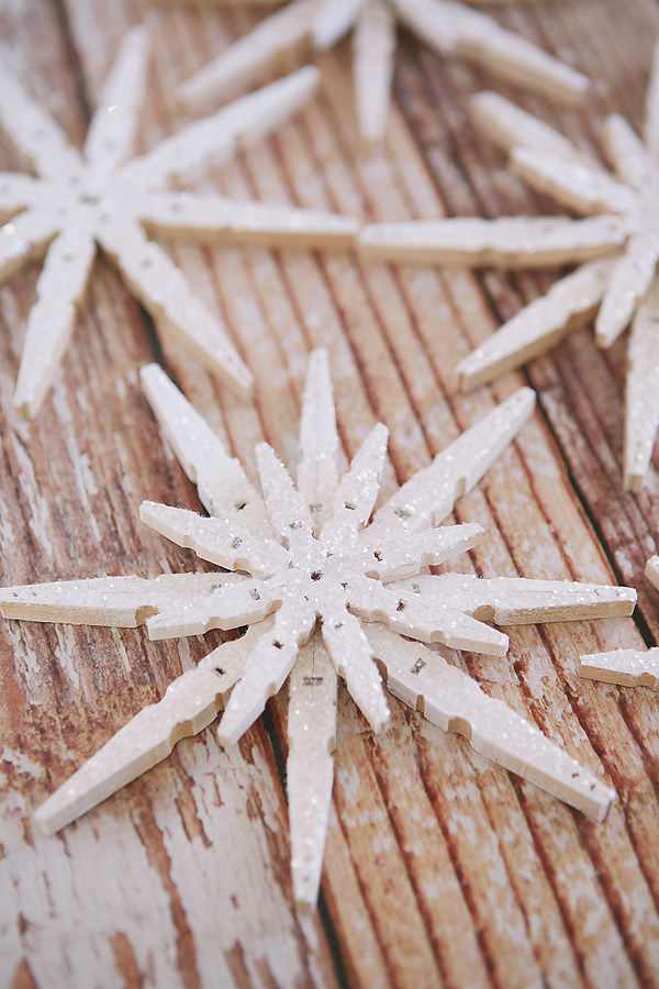 how to make glittered clothespin snowflakes