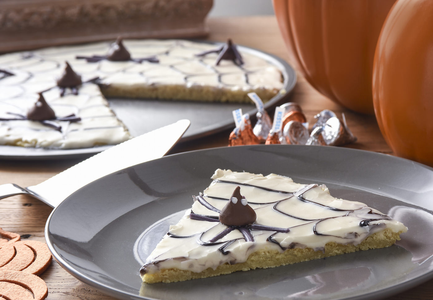 Halloween dessert pizza