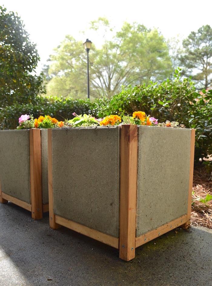 Concrete paver planter