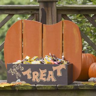 DIY wood pumpkin stand for fall