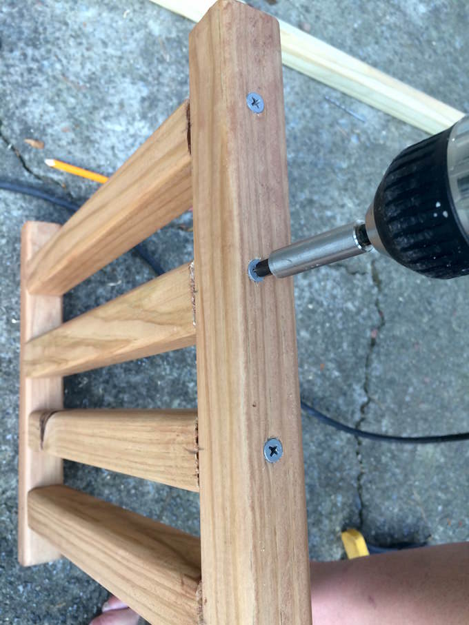 Screwing the wood frame together with a drill