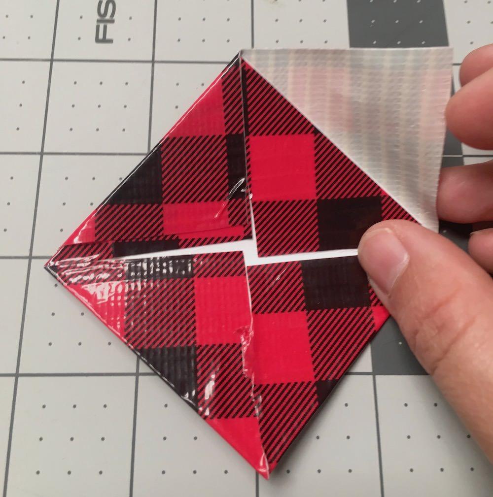 Cole o triângulo menor no quadrado maior
