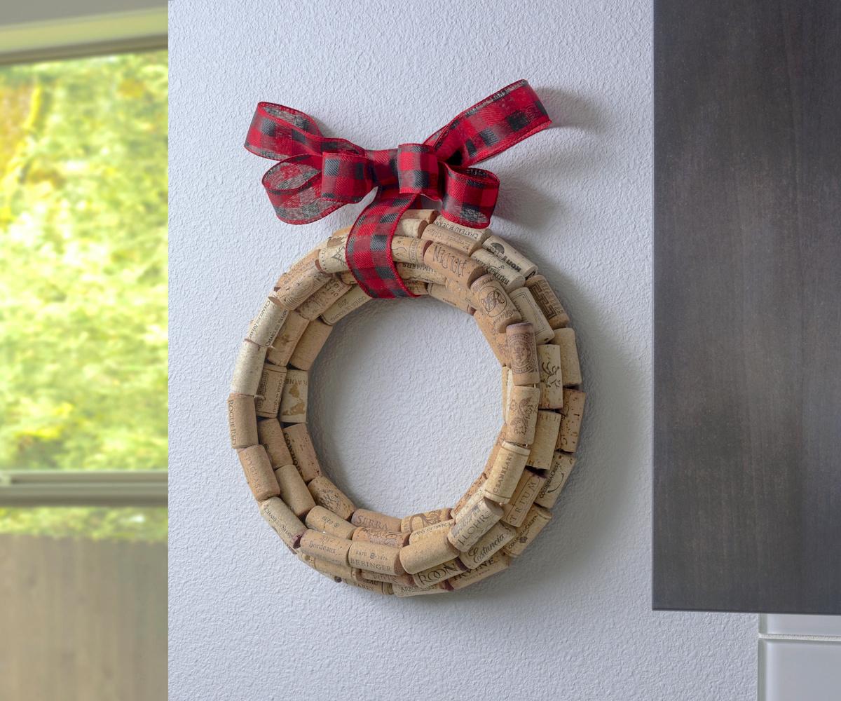 Make a cork wreath