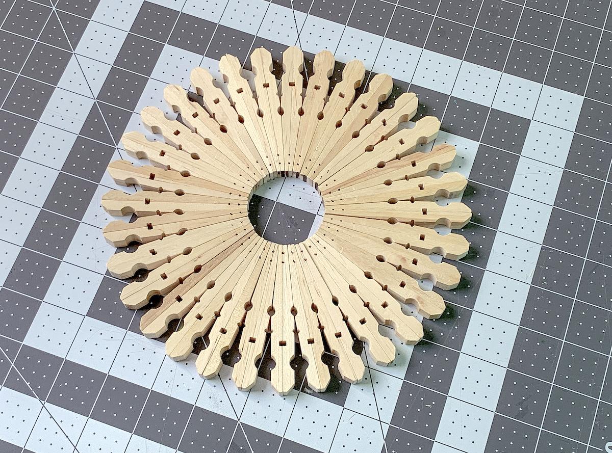 Glue clothespin trivet